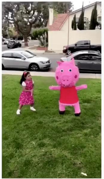 Peppa Pig Hit Pinata