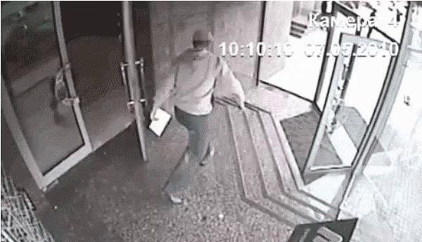 Run Into Glass Door Gifs Tenor